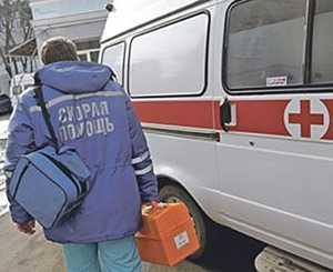 Врач скорой помощи на вызове